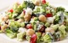 Салат с фетой и овощами в йогуртовой заправке