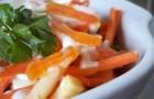 Салат с морковью и натуральным йогуртом
