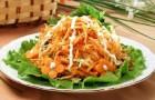 Салат с морковью, орехами и натуральным йогуртом
