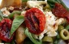 Салат с вялеными томатами и адыгейским сыром