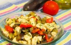 Салат с жареным сыром и баклажаном
