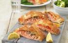 Слоеный пирог с лососем, укропом и натуральным йогуртом