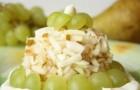 Виноградно-яблочный салат с мятой и натуральным йогуртом